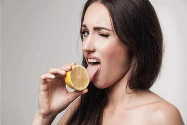 Эксперт: кислый привкус во рту может быть сигналом серьезных проблем