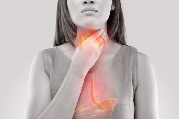 Каково адекватное лечение периодической изжоги?